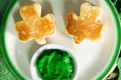 green_shamrock_pancakes_01