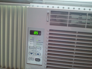It was 86 degrees in the kitchen when I first went in there. By the time I got the phone to take a picture it had gone done a degree. Only 85.